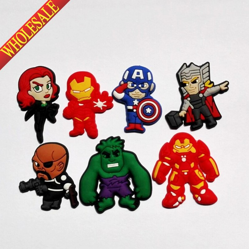 Wholesale Mix 100PCS AVENGERS Super heros PVC shoe charms shoe accessories shoe buckle for wristbands croc kids favor Gift free shipping new 22pcs avengers pvc shoe charms shoe accessories shoe buckle for wristbands bands