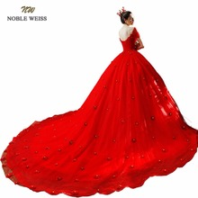 Robe de mariage rouge avec fleurs