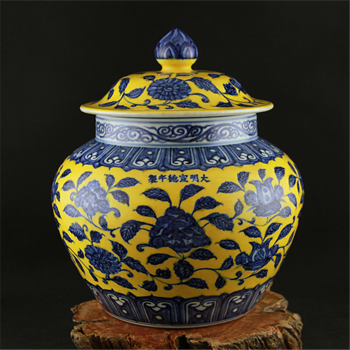 Jingdezhen Ming Xuan deAntique Yellow Glaze Blue And White Large Storage Jar With Cover imitation of Ming Dynasty official kilnsJingdezhen Ming Xuan deAntique Yellow Glaze Blue And White Large Storage Jar With Cover imitation of Ming Dynasty official kilns