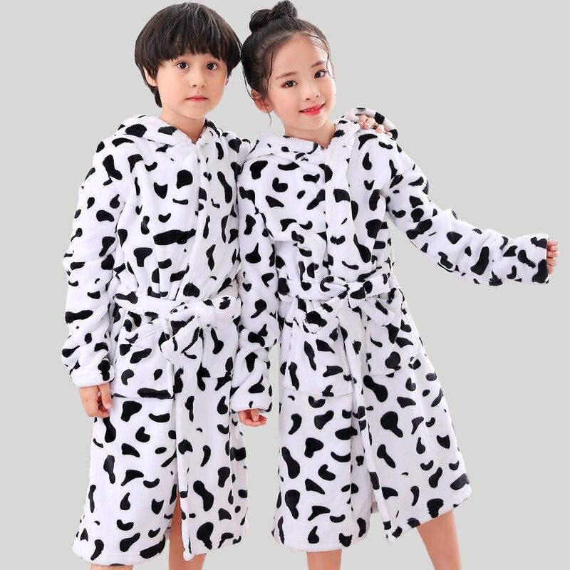 Einfach Neue Kinder Mädchen Robes Winter Verlängern Flanell Bad Robe Für Kinder Mit Kapuze Kuh Morgenmantel Mädchen Jungen Nachtwäsche Pyjamas Kleidung