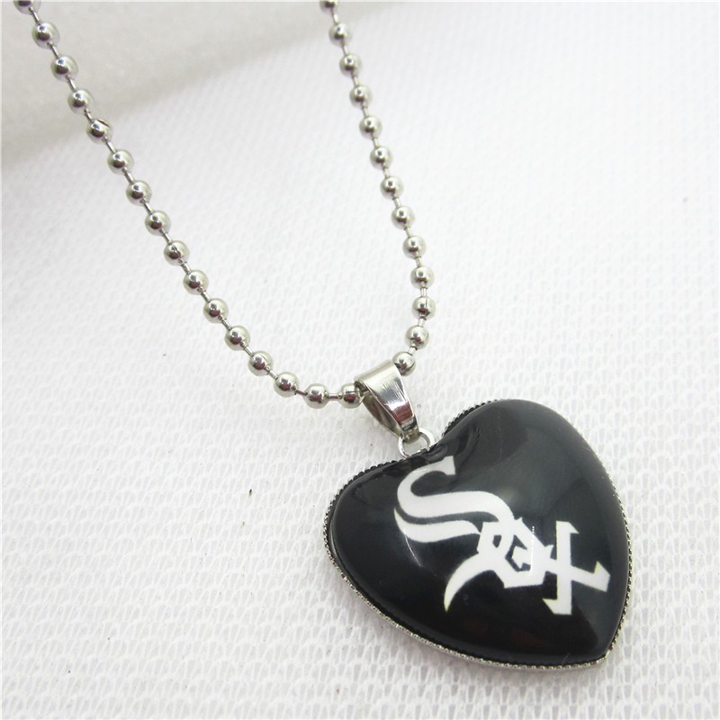10pcs/lot USA Fans Chicago White Sox Necklaces Pendant Charms with 45cm Beads Chains Baseball Sports Necklace Jewelry