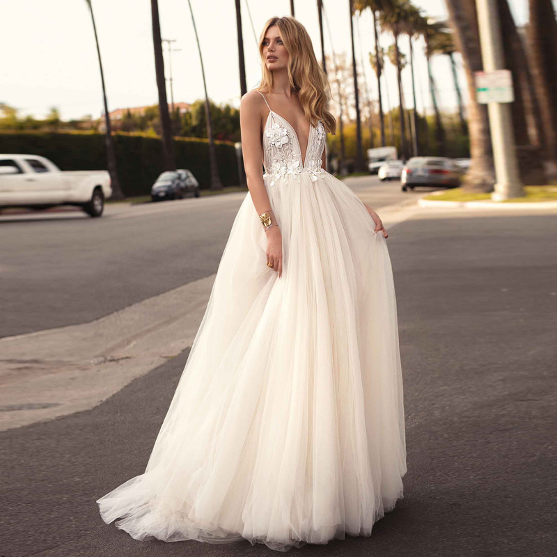 SSYFashion New White Beach Gown Sexy Deep V-neck Lace Flower Beading Backless Sweep Train Long Formal Prom Gown Robe De Soiree