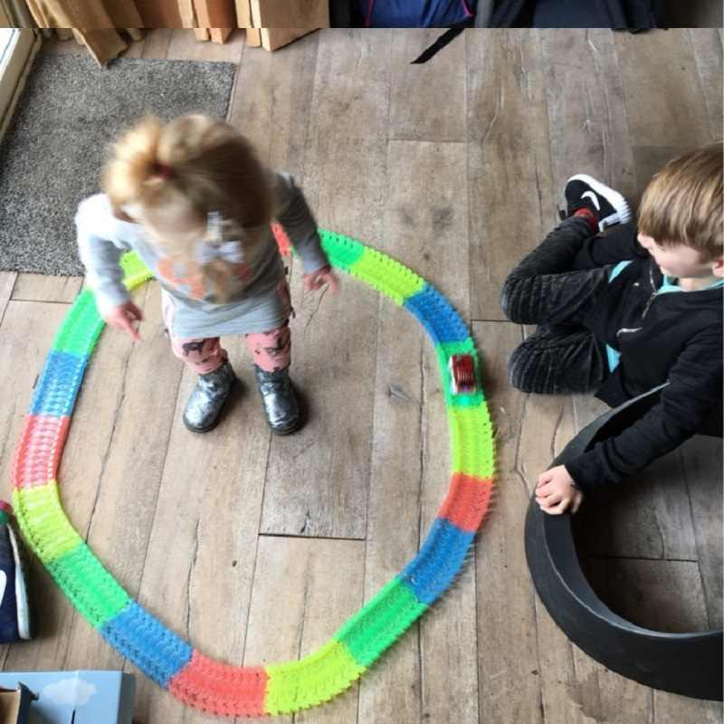 Lagu Ajaib Menyala Dalam Gelap DIY Universal Aksesoris Jalan Mengubah Jembatan Jalan Persimpangan Jalan untuk 7.5 Cm Trek Balap Hadiah mainan untuk Anak-anak