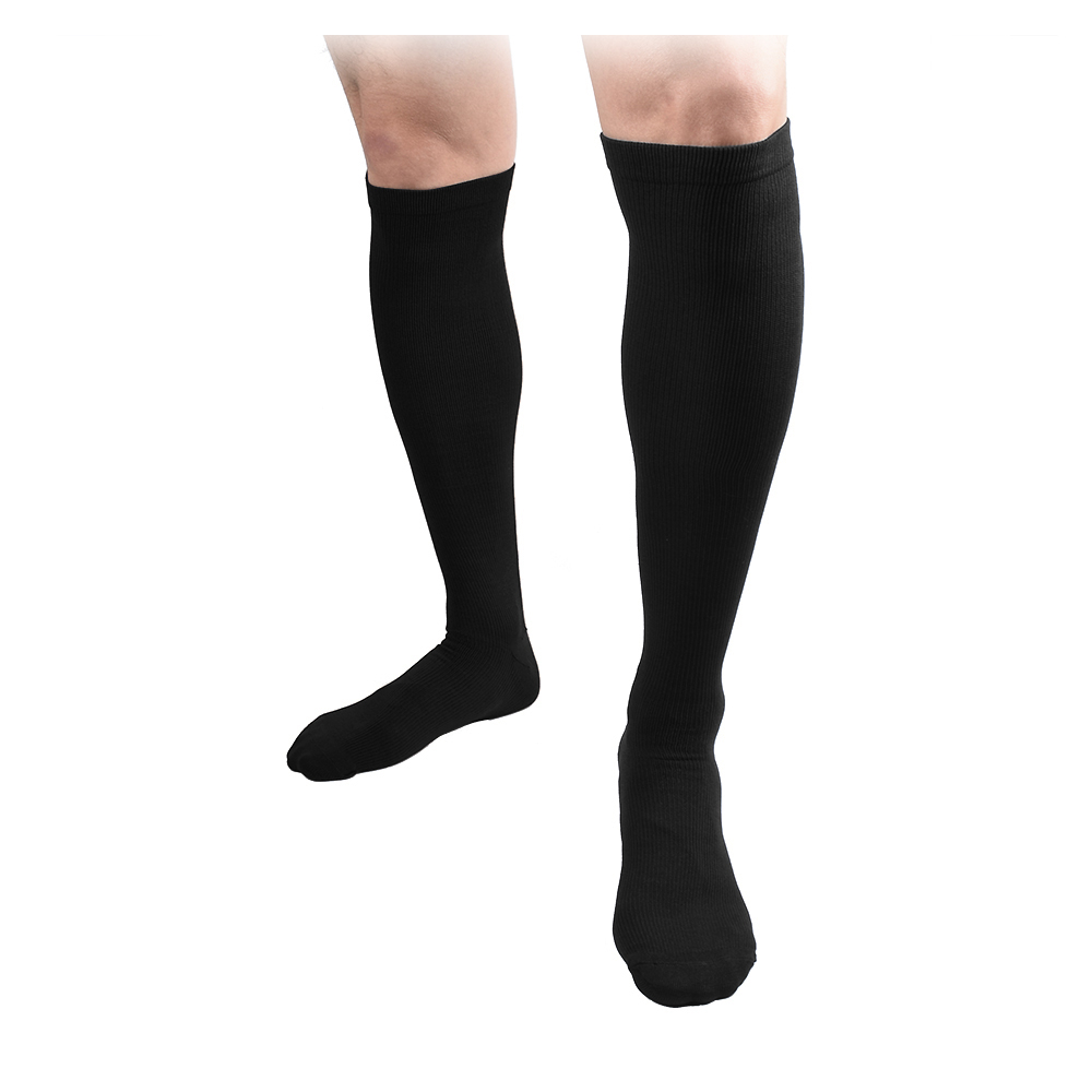Compression (elastic compression in our case) is the force exerted by the tights or the support to compress the limb, facilitating the pump effect and helping blood and lymph circulation. Compression is measured at predetermined points and is expressed in millimeters of mercury (mmHg).