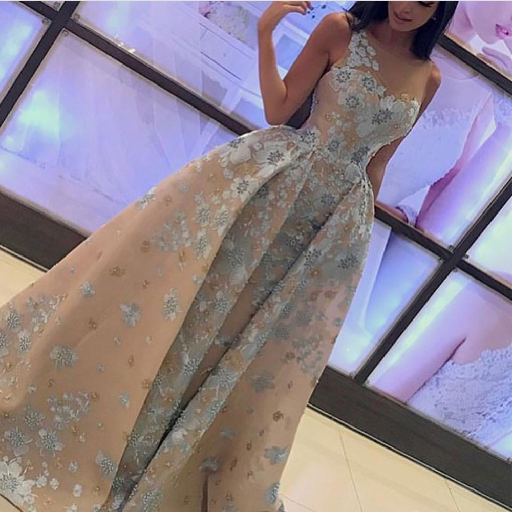 Champagne Prom Dresses 2019 Crew Neckline Lace Appliques Pearls Beaded Ball Gown Sheer Crew Neck Long Evening Dresses