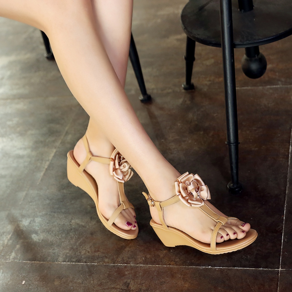 ФОТО 2017 New Arrival Genuine Leather Korean Style Female T-strap Flower Sandals Summer Shoes Beach Sandals Size 35~39