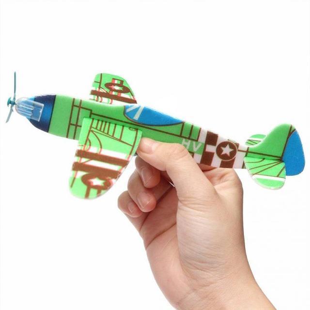 10 pcs Lance Mão de Espuma DIY Voar Planador Avião de Brinquedo Aviões Air Sailer Presente da Festa de Natal de Aniversário para Crianças Engraçadas jogo