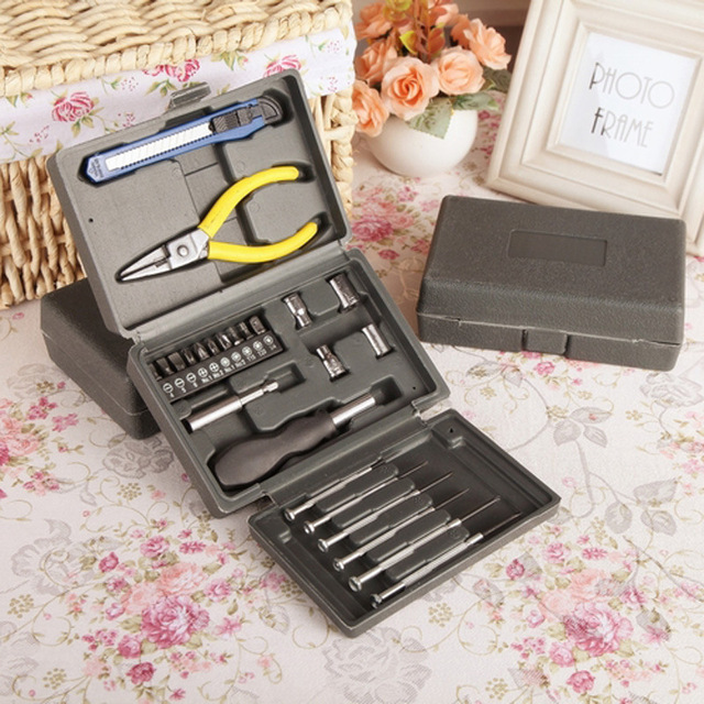 24pcs Household toolbox Socket Wrench  Set Auto Repair Mixed Combination Package Hand Tool Kit with Plastic Storage Case
