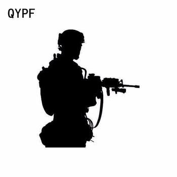 QYPF 14cm * 16cm estilo de coche ejército disparo vinilo elegante pegatinas de coche negro plata S2-0124