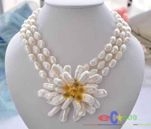 Collier de fleurs biwa à la main en gros 3 rangées de perles baroques blanches