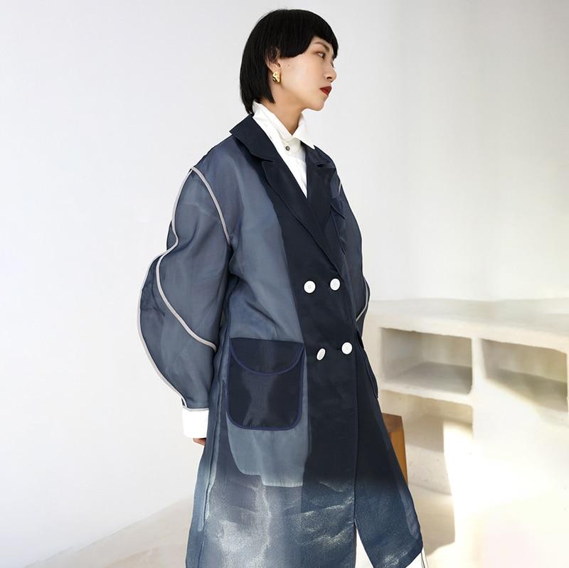 [EAM] 19 New Autumn Winter Lapel Long Sleeve Organza Split Joint Pocket Spliced Windbreaker Women Trench Fashion Tide JR448 5
