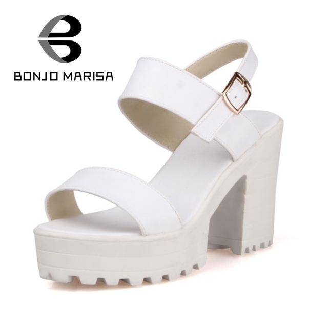 BONJOMARISA 2017 Verão Aberto Peep Toe Sapatos de Plataforma Grossas Sandálias Cinta Fivela Preto Branco Senhoras Sandálias de Salto Super Alta Espessura