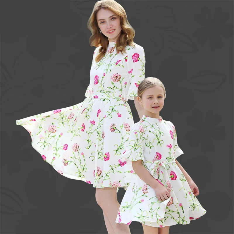 Summer family matching clothes girls women Clothing party formal dresses mom and daughter big hems dress moeder dochter kleding family matching outfits kids girls and mom clothes floral print dress mom girls pleated party skirts mother and daughter dresses