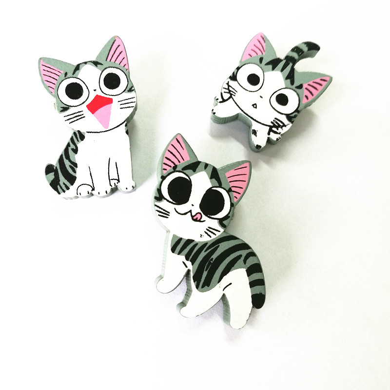 Timlee X136 Cartoon Cute Fortune Cat Kitty Wood Brooch Pins Safety Pins Jeans Bag Decoration Brooches Gift Wholesale