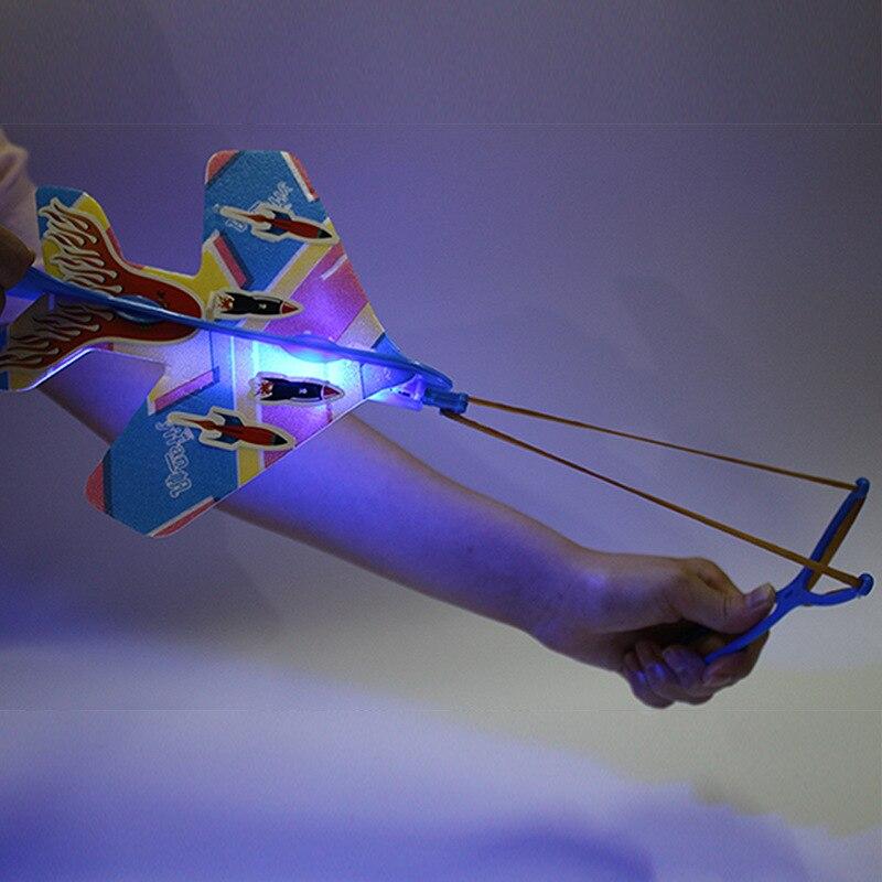 Juguete Para Niños Que Brilla En La Oscuridad Eyección Ciclotrón Slingshot Aviones Luces Avión Volador Juguetes Luminosos Para Niños Pistas Mágicas Limpieza De La Cavidad Bucal.