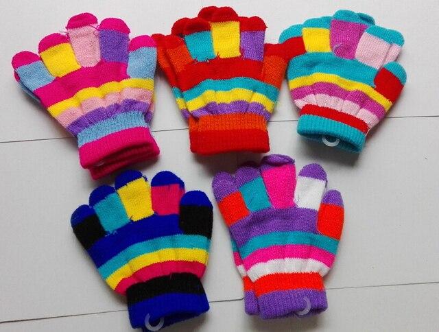 Tiras de colores encantadores bebé llenos del dedo guantes de punto ...