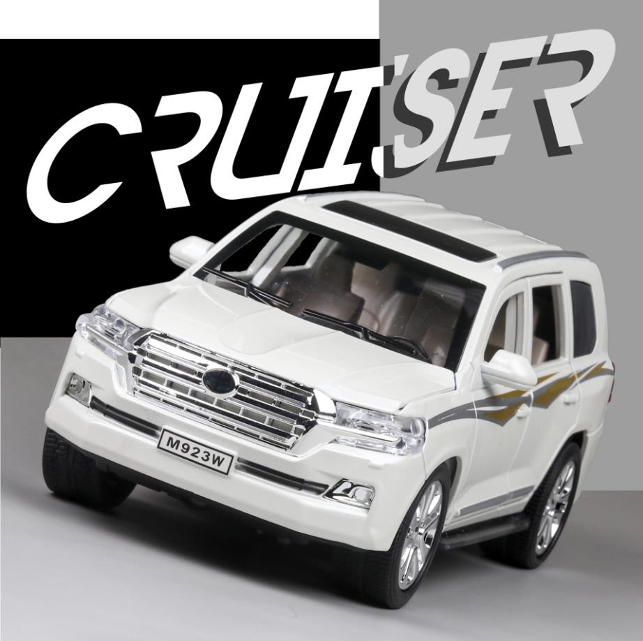 Hot 1:24 Scale Wheels Toyota SUV CAR Metal Model With Light And Sound ORV Land Cruiser Diecast Car Pull Back Toys Collection