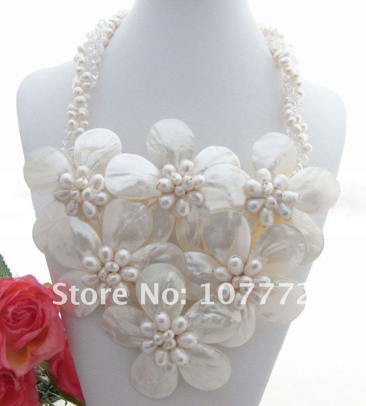 White Pearl&Shell Flower&Crystal NecklaceWhite Pearl&Shell Flower&Crystal Necklace