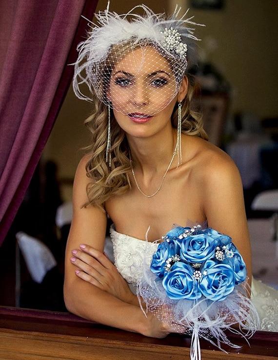 2016. gada karaļa zila kāzu ziedu pušķi Fleur Bleu Roi līgavas piespraudes pušķis Kristāla balta spalvu spalvu pušķis De Mariage