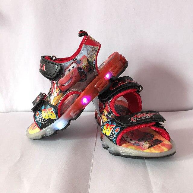 Мальчики сандалии со СВЕТОДИОДНОЙ подсветкой 2017 новый Мультфильм автомобиль детская обувь Летние дети pu спорт Пляжная обувь размер eu 26-31