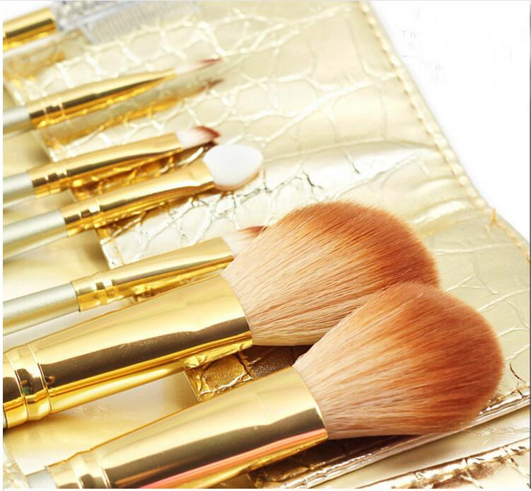new 7Pcs Professional makeup brush set Cosmetic Makeup Brushes & tools /Portable/ Foundation Make up Tool Kit/Gold flash to you