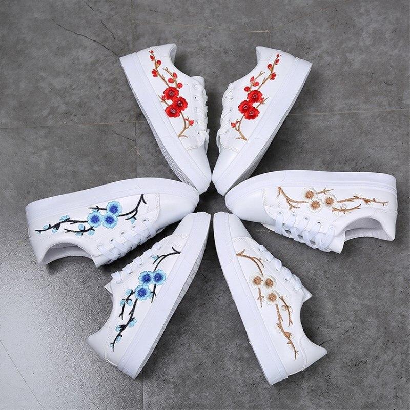 US $12.82 40% OFF|Borduurwerk Bloemen Mocassins Vrouwen Witte schoenen Vrouwelijke Zachte Ademende Casual Schoenen PU Leer Studenten Lace Up Platte