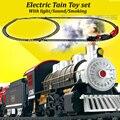 Clásico juego de rieles de tren Eléctrico niños juguetes con sonido claro y realista de humo de vapor brinquedo menino