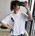 Mujeres Rose Patrón Parche Diseño Agujeros Bordados Camisetas de Punk Femenino Unif Estilo Flojo Ocasional de Manga Corta O de Cuello Camiseta Básica Tops