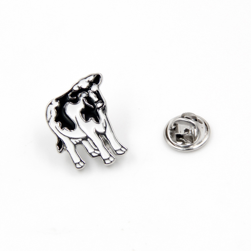 Cartoon Animal Brooches Cow Enamel Pin for Boys Paint Lapel Pin Hat/bag Pins Denim Jacket Shirt Women Brooch Badge Q524