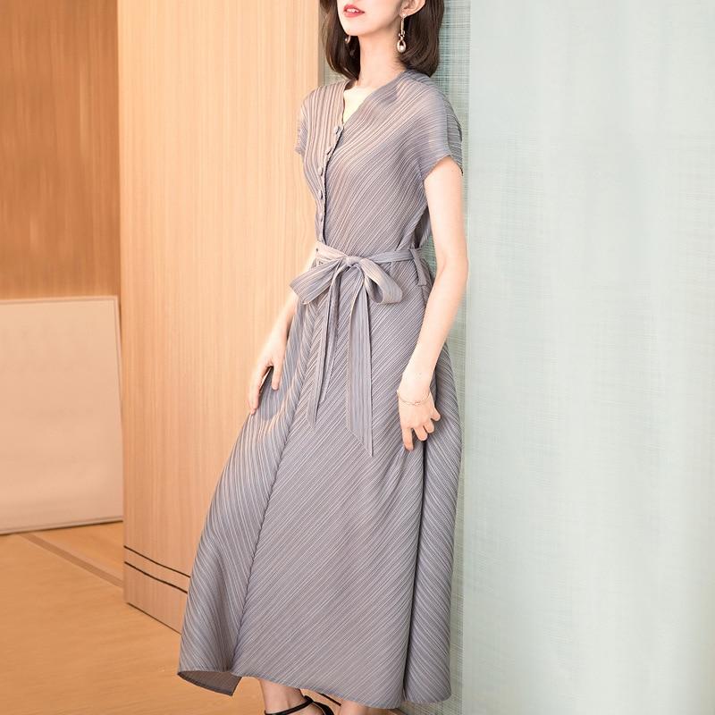 Plus Size Dress Fashion Women 2019 Spring Summer New V Neck Short Sleeve Single Breasted Lace-up Bow Miyake Pleats Dress Midi