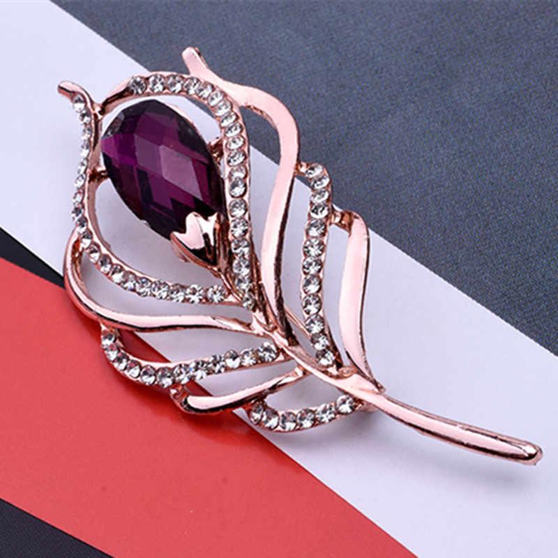 Fashion Kristal Merak Bulu Bros untuk Wanita Syal Selendang Gesper Rhinestone Bros Pin Hewan Korsase Perhiasan Aksesoris