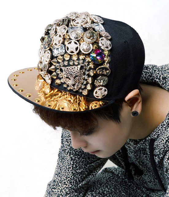 Nonmainstream Style Hip Hop Baseball Cap Swag Punk Bone Diamond Skull Rivet Snapback Caps for Men