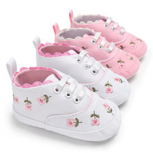 64863429d المطرزة الأزهار نمط طفلة أحذية الأبيض الوردي لينة أسفل أطفال Prewalker  المشي حذاء طفل ل 0