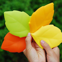 1PC New Travel Accessories Portable Folding Collapsible Leaf Shape Silicone Water