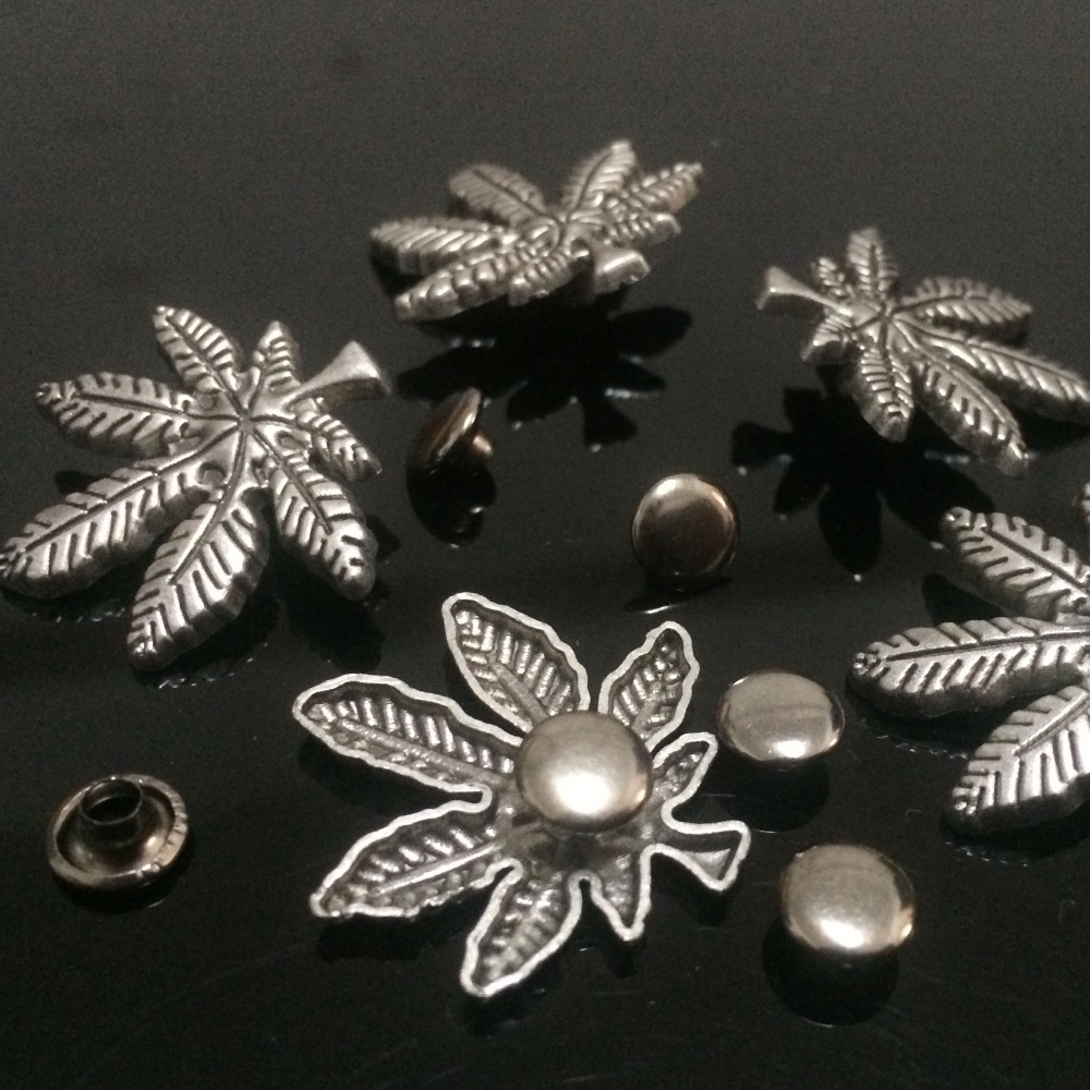 Hot Sell 50PCS 25X20MM Antique Silver Big Maple Leaves Studs Maple Rivet Punk Leaf Spike Shoes Belt Bag Accessorie Leather Craft