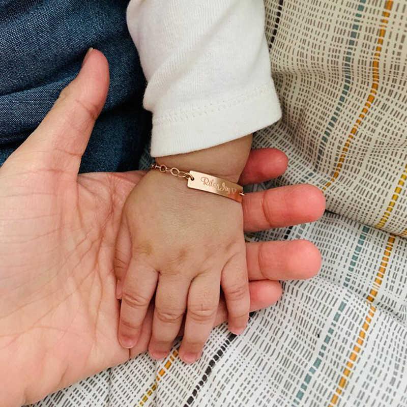 เด็กทารกเครื่องประดับที่กำหนดเองเด็กวัยหัดเดินเด็ก ID สร้อยข้อมือแกะสลักหญิงชื่อวันที่สร้อยข้อมือโซ่ปรับวันเกิดของขวัญ