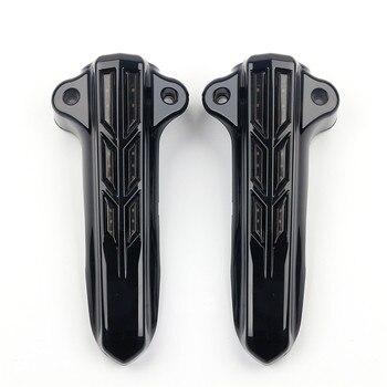 Cubierta de la pierna de la horquilla delantera del cromo negro de la motocicleta con la funda LED roja para Harley Touring Road King Street Glide FLHT 2014-