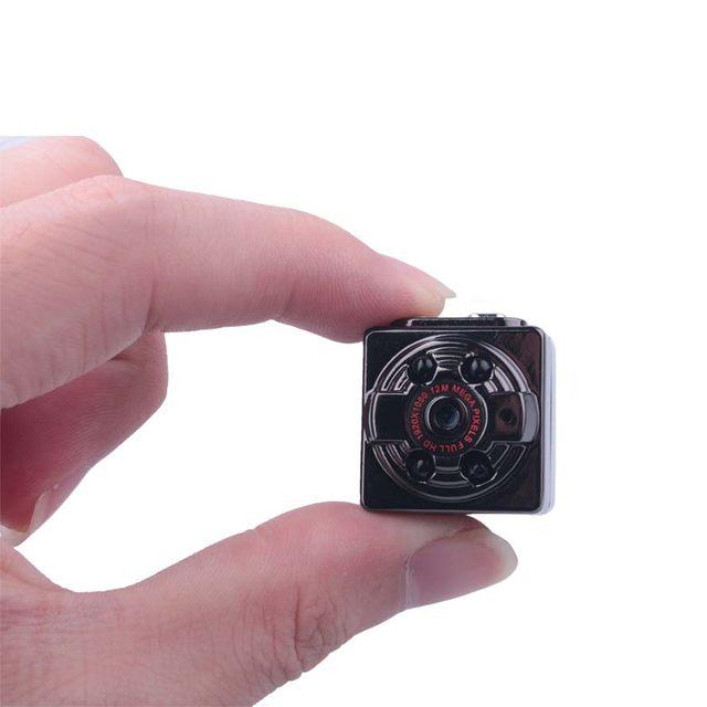 trahaet-pod-mikro-kamera
