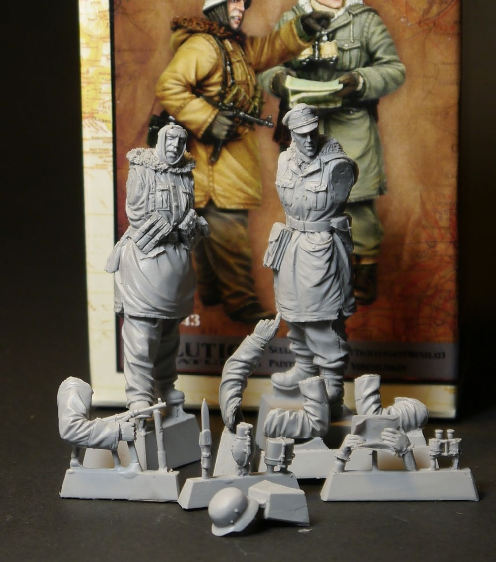 1:35      WWII German Officers In Winter  (2 Figures)
