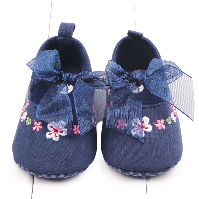 603d1311c7080 Nouvelle Marque Printemps Bleu Enfants Bébé Chaussures Fille Brodé Élastique  Marque Nouveau-Né Infant Toddler Filles Bebe Sapatos Premiers Marcheurs