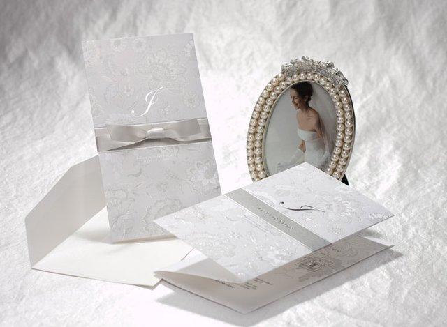 Free Shipping Classic Printed Silver Tri Fold Wedding Invitation