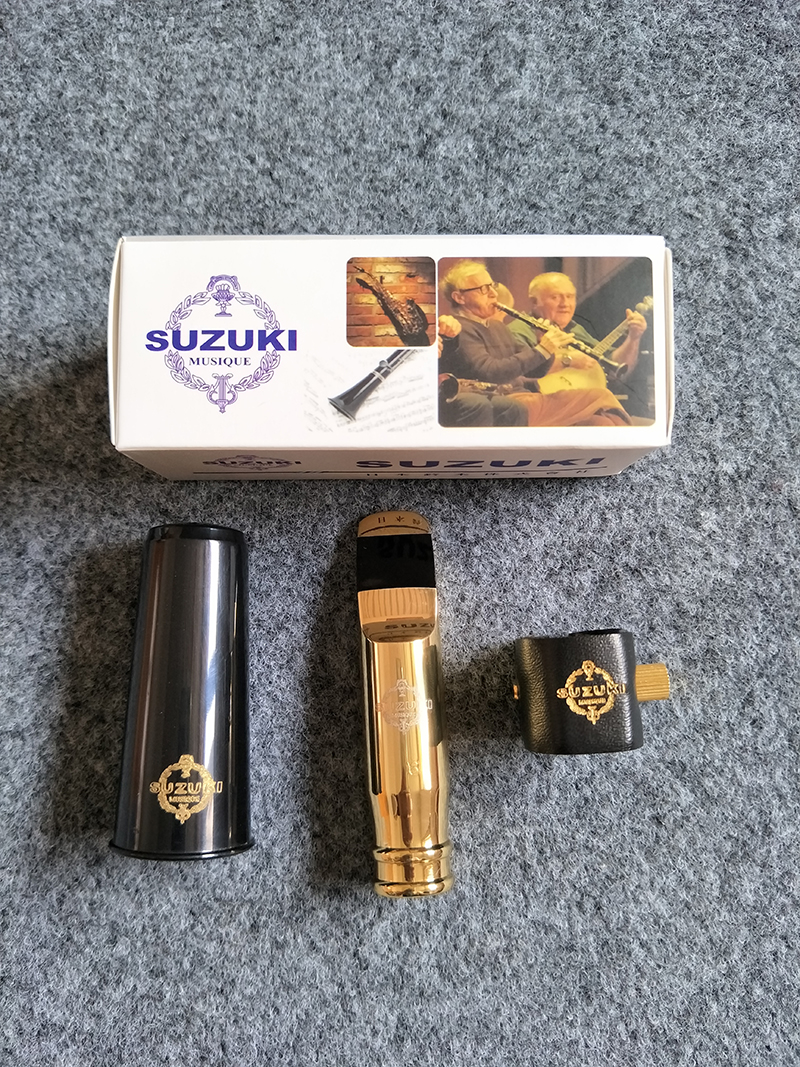 Original SUZUKI Brass Metal Gold Saxophone Mouthpiece for Tenor Soprano Alto saxophone Flat E / B baritone saxophone mouthpiece ostrich gold plated metal saxophone mouthpiece cap