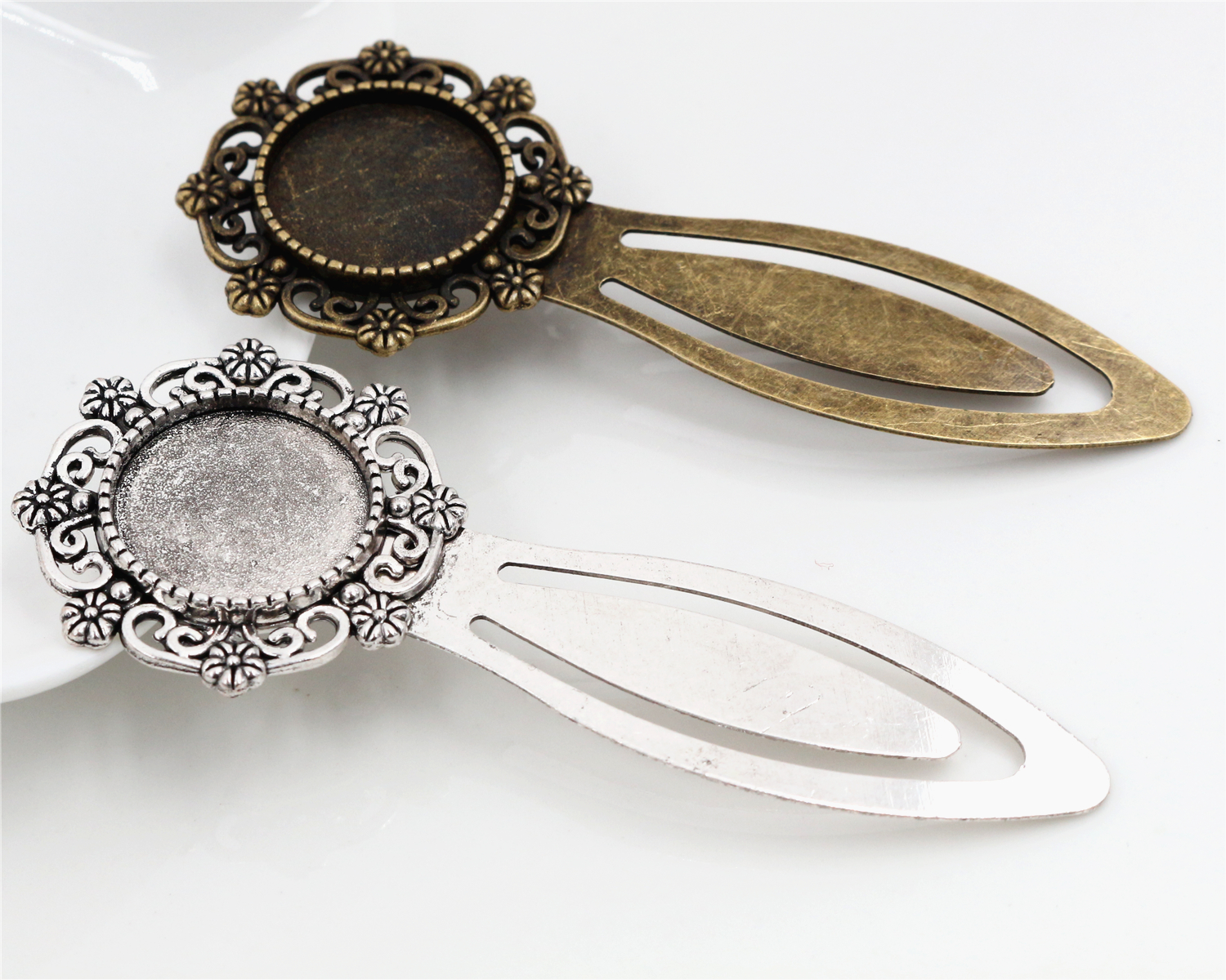 New Fashion 2pcs 18mm Inner Size Antique Bronze And Silver Vintage Style Handmade Bookmark Cabochon Base  Cameo Setting