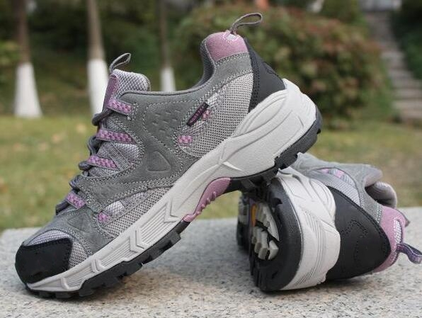 ФОТО Hot sale Outdoor sport sneakers Wear-resistant breathable leather women/men hiking shoes off-road models Seasons free shipping