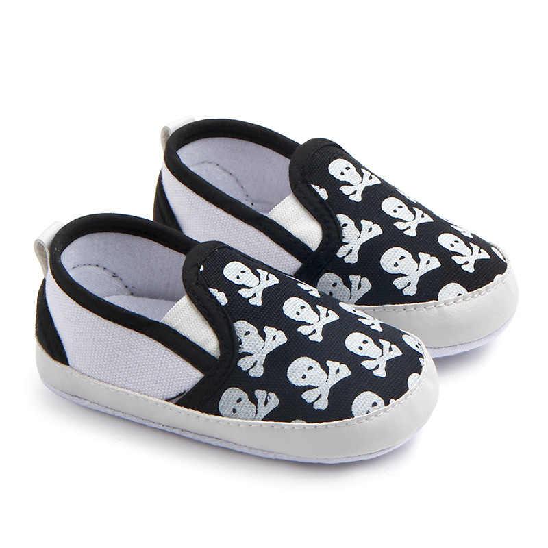 新しい乳母車新生児幼児ベビーガールズボーイズ子供幼児ファーストウォーカーストライプクラシック靴ローファーカジュアルソフト靴の頭蓋骨印刷