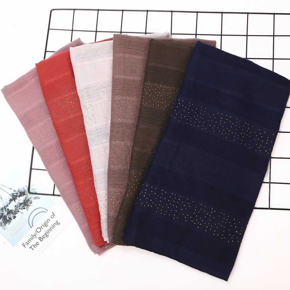 New Women Shiny Shawls Muslim hijab Cotton Scarves Islamic Scarf Fashion  Plaid Scarf Veils foulard femme 20pcs lot-in Women s Scarves from Apparel  ... b2395443fe1