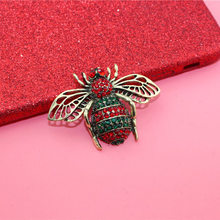 Engood 2018New 30Pcs Retro red Rhinestone Big bee button for Wedding hair accessories and Decorative phone case LP88(China)