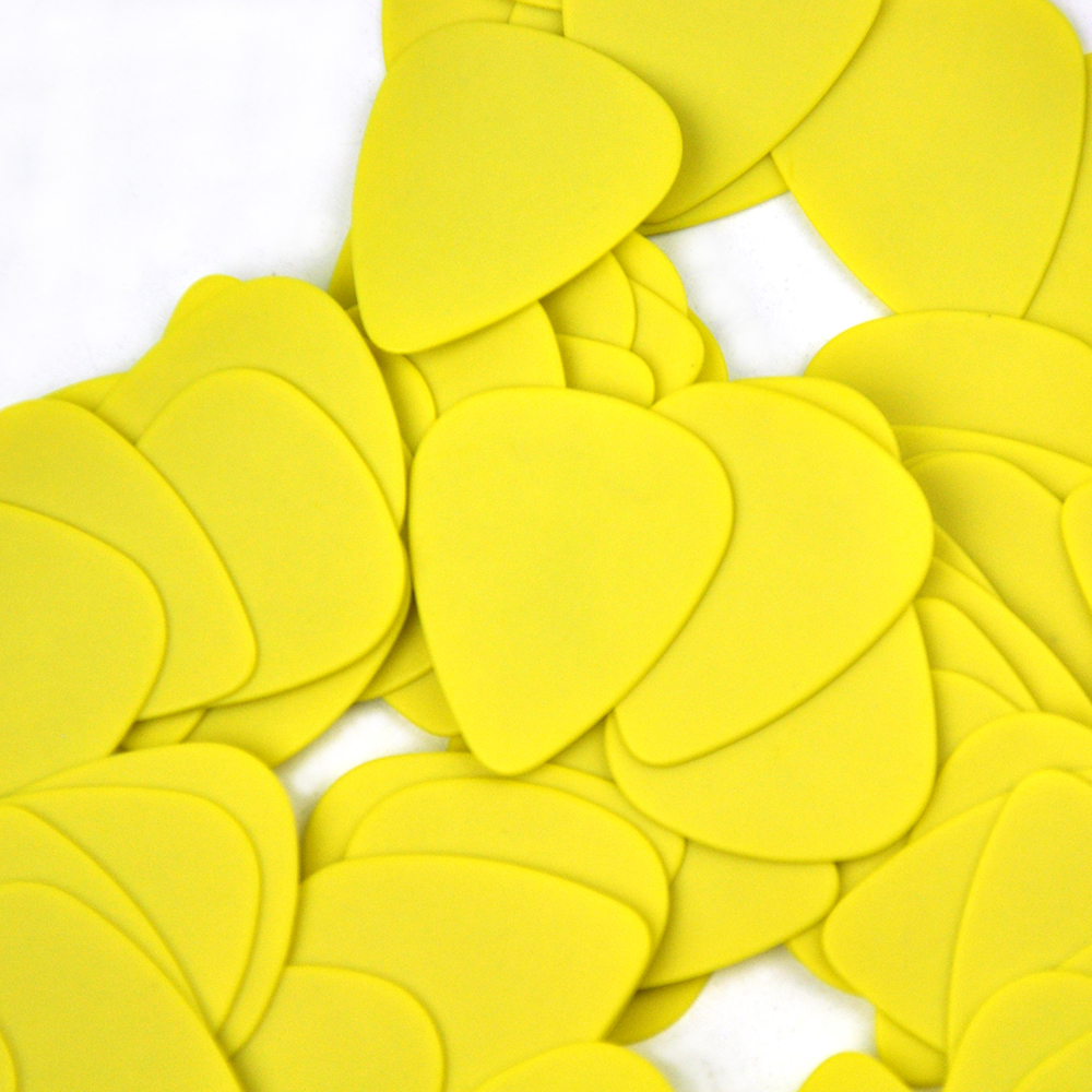 Lots Of 100pcs Yellow 0.71mm Medium Gauge Delrin Guitar Bass Picks Plectrums