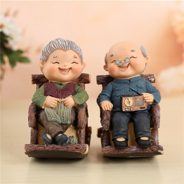 Pastoral Christmas Gift Resin Sitting Grandparents Model Figurines ...