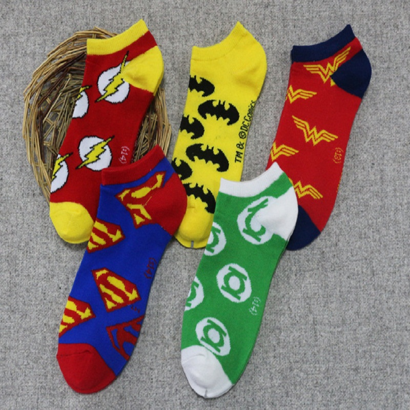 2017 Promotion Calcetines Hombre Us Salvation Hero Cartoon Series The Avengers Superman Socks Personalized